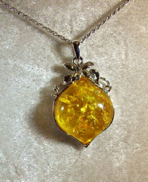 Jewelry/jewelrymay21yellowvicto.JPG