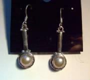 Jewelry/pearllongear.JPG